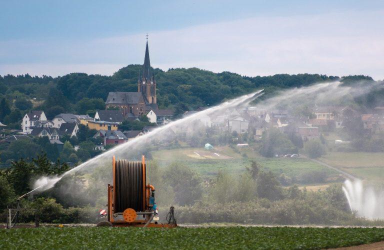 Le changement climatique impose de nouvelles pratiques, plus respectueuses de l'environnement, pour protéger la ressource en eau par l'usage de la récupération d'eau de pluie.